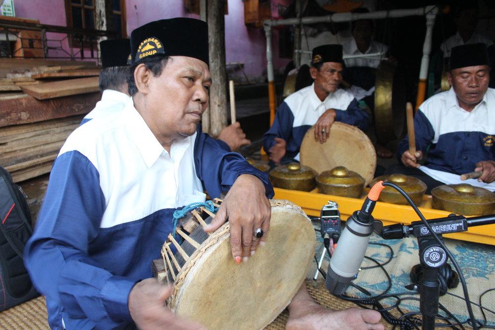 Minak Yudo plays  redap  in Gunung Raya