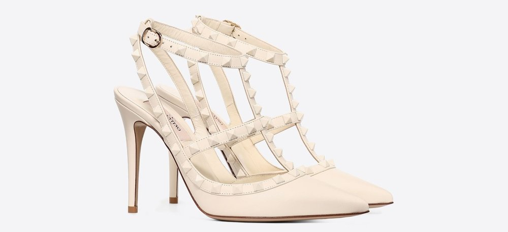 The '   LACQUER CAGE ROCKSTUD'    pump