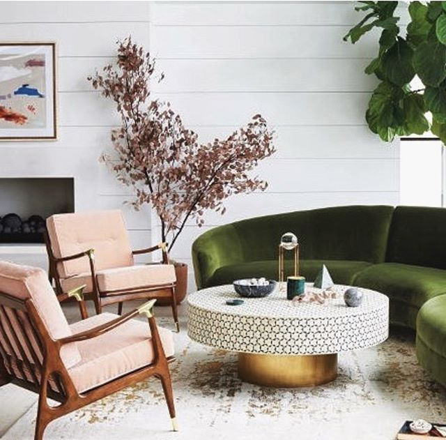 What about mixing the emerald green colour with pastel pinks like interior design studio @attpynta? We think this might just the loveliest lounge area we have seen this week. . . #CulturalAgenda #inspiration #interior #design #interior_design #modernhome #designideas #house #beauty #homestyling #instadaily #interiordesire #interiordetails #pink #finditstyleit #decorinspo