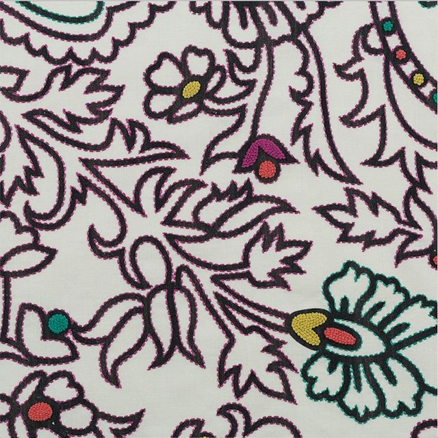 For a strong yet cheerful  pattern look no further than this Crazy Paisley designed by @vanderhurd and handmade in India. Luxury handcrafted design at its best! . . #fabrics #beautifulfabrics #textiles #exclusivefabrics #floralfabrics #modernmaker #handmade #lovehandmade #interiorstyle #homedecor #textiledesign #interior_and_living #designideas #elegantstyle #interiorforinspo #CAtrends