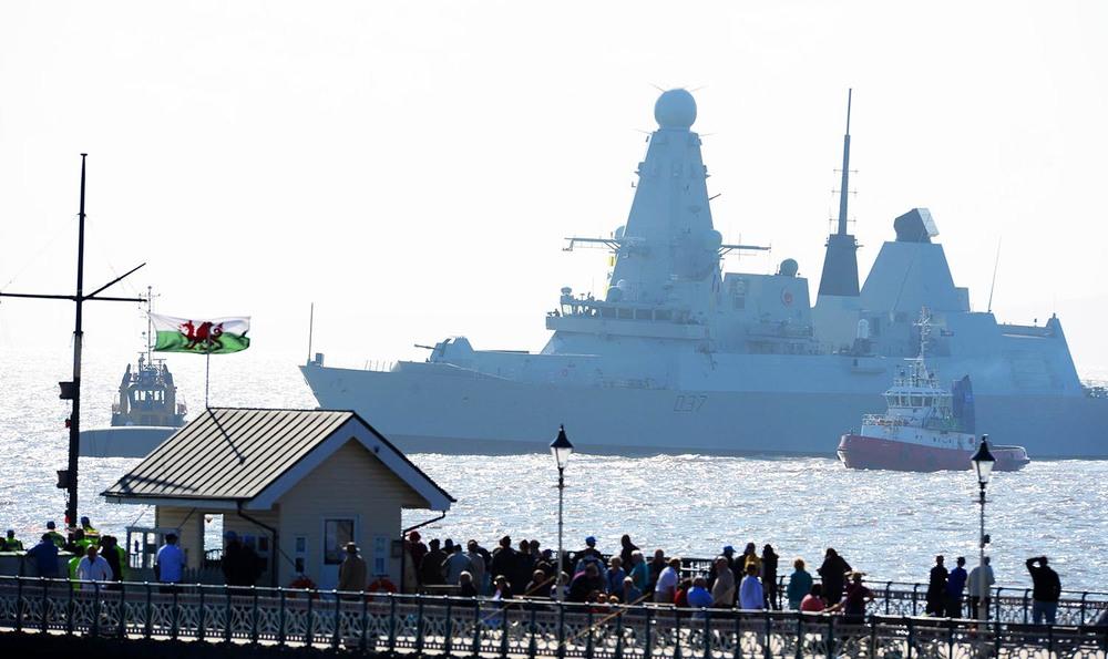 HMS Duncan passes Penarth Pier