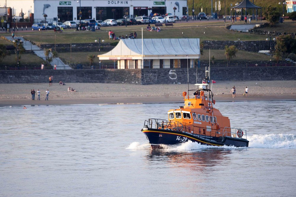 Police and Coastguards search for a missing girl