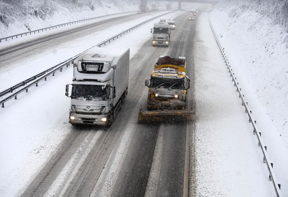 A Snow plough attempts to keep the M4 open