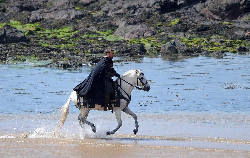 Russell Crowe filming Robin Hood
