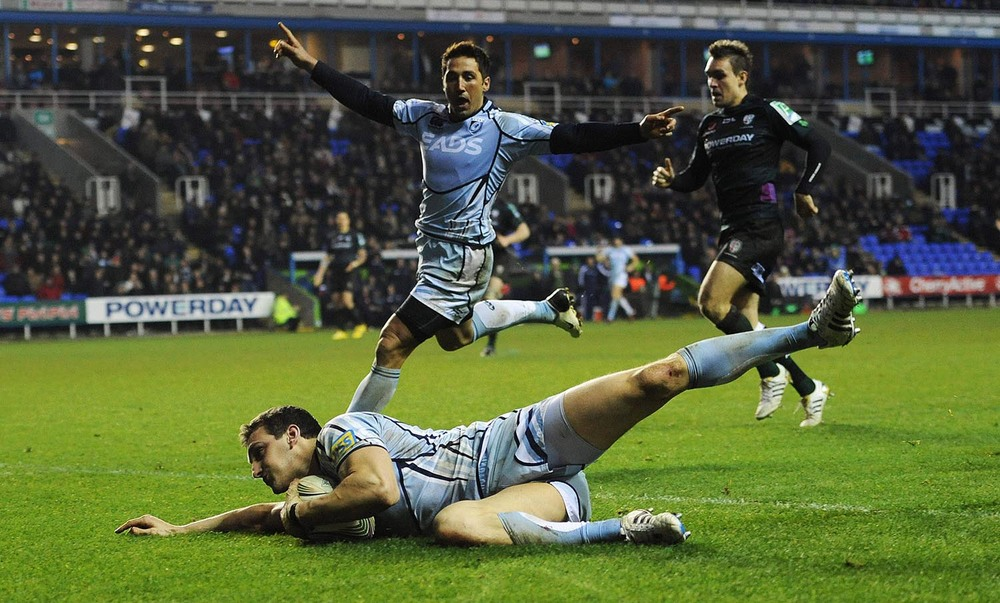 Sam Warburton of Cardiff Blues scores a try