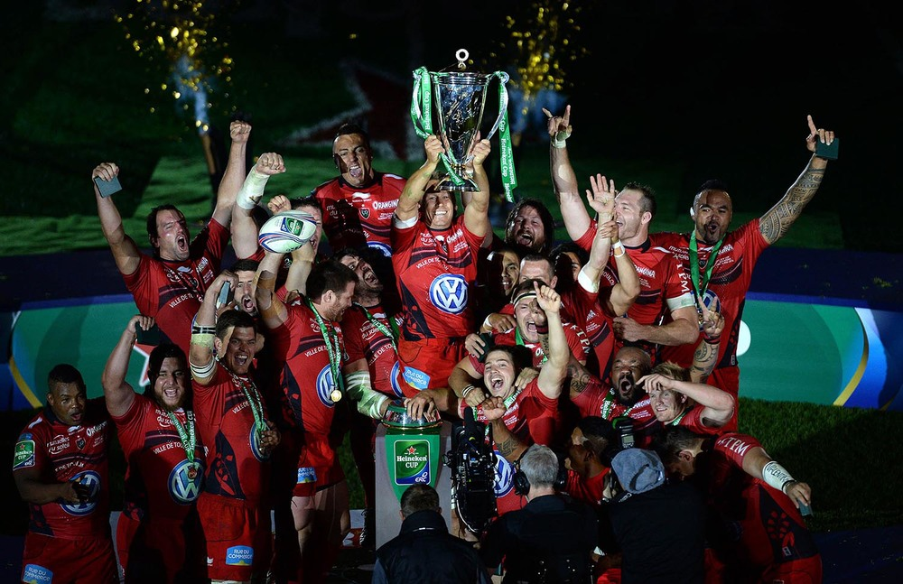 Jonny Wilkinson of Toulon lifts the Heineken Cup