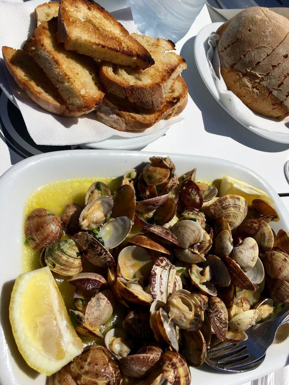 amêijoas (clams)