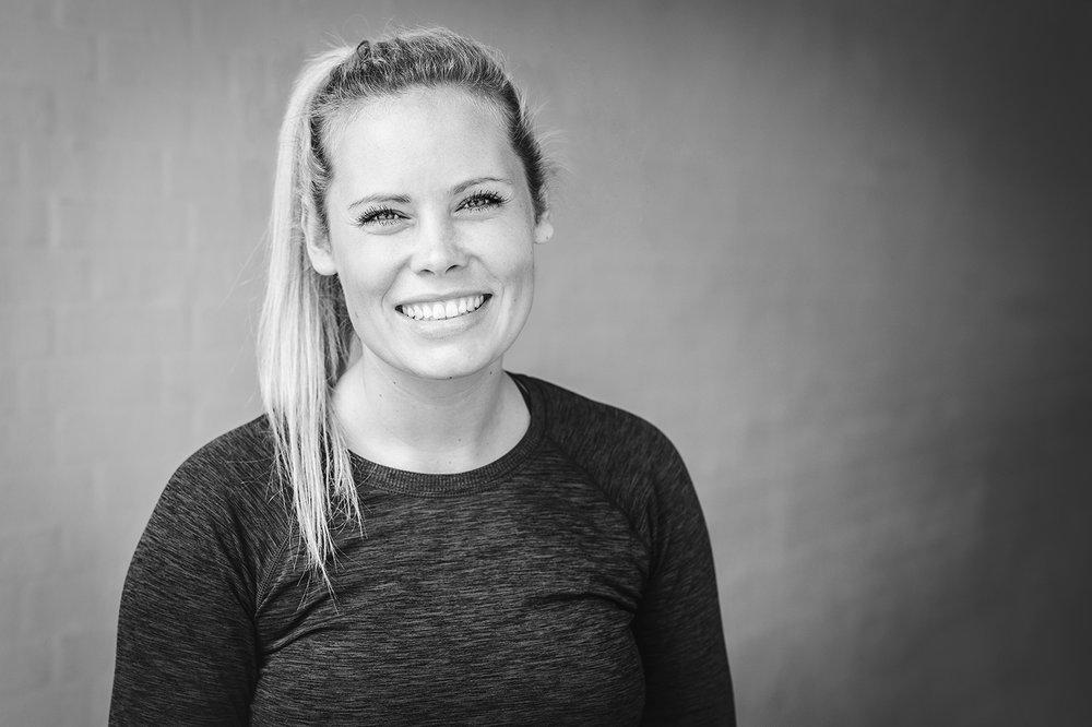 NADIA MYRUP, 27 - Bachelor i Idræt og Sundhed // Certificeret Personlig Træner // Overspisningscoach // Personlig træner 1:1 i Wittrups Garage og underviser på Strong Curves Bootcamp