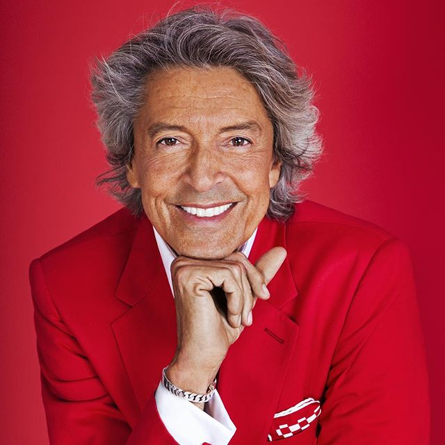 10 time Tony Award winner Tommy Tune will be in the building this Sunday from 12-2:00 P.M. selling personalized lithographs during the Open Studios event! #TommyTune #art #NYC #Chelsea #building #OpenStudios #526w26 #broadway