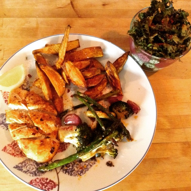 Another hit #whole30dinner - paprika spiced chicken, roasted greens, sweet potato wedges and a side of chilli kale chips.