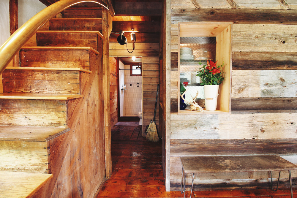 1 - stairs and bathroom.jpg
