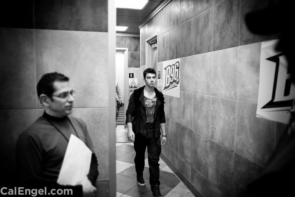 JoeJonas2011-12-17_107