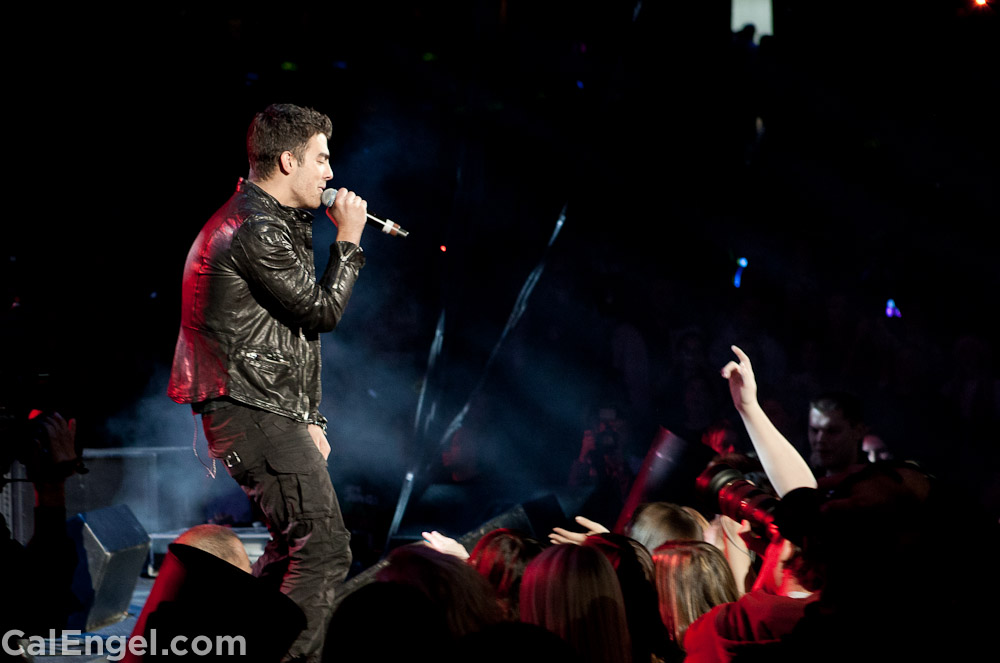 JoeJonas2011-12-17_293