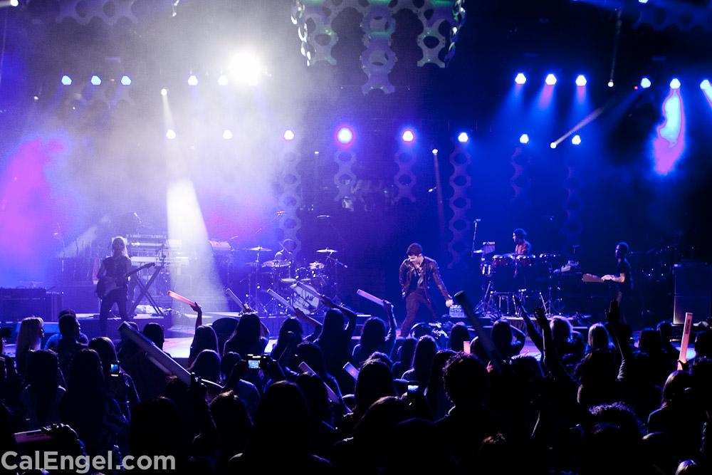 JoeJonas2011-12-17_478