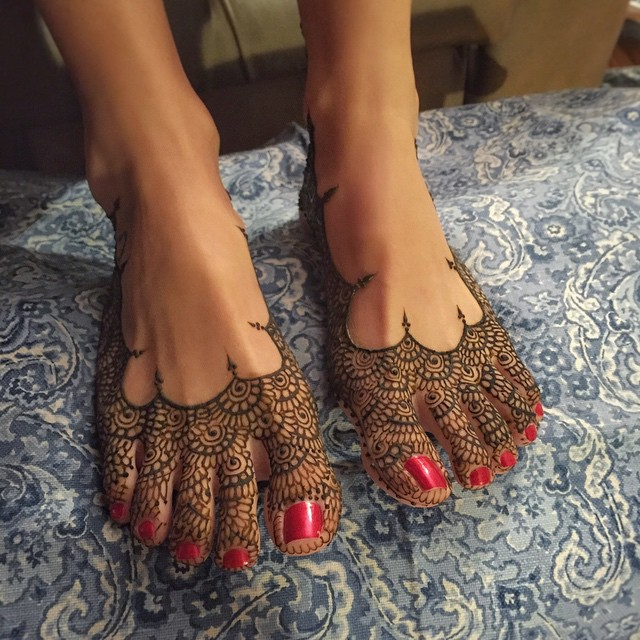 henna feet, slippers