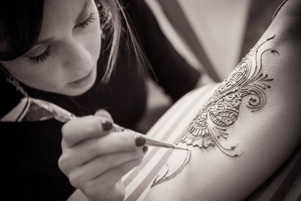 Bella Henna in action - Bridal Mendhi