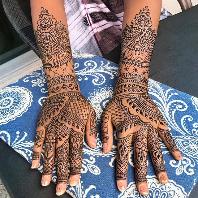 fancy henna for eid 💕 riff on another design from not to long ago #eidhenna #betterthanjewelry