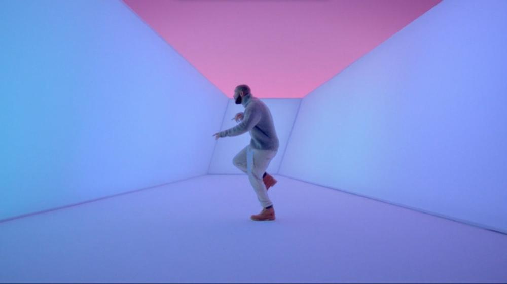 "Drake displays his dancing prowess in ""Hotline Bling"""