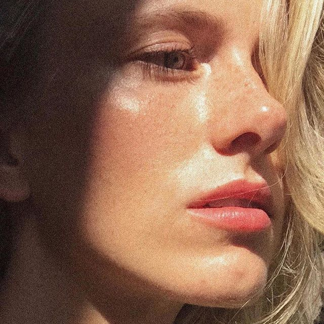 💦Recipe for glow today- surrounded by nature, an amazing crew, little bit of alpaca spit and some @heidinymark magic ☀️thank you #Repost @siljadanielsen 🇮🇸 ・・・ #naturalmakeup #heidinymarkbeauty @artdeptagencyla  @iliabeauty #foundation @kosascosmetics #lips #highlights @kjaerweis @beautygarde @facestockholm @khuskhus_herbal #serum #badyoil #hair @latierrasagradahair  @theouai