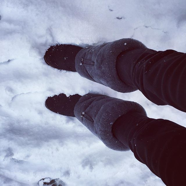 One of our happy customers enjoying her Whistler boots in the snow spell we are having the U.K. 🇬🇧!! Don't forget, if you head over to our Facebook page, you can win your very own pair of boots before the ski season starts!! #snow #winter #whistler #ski #skiboots #slopestyle #snowboarding #snowboard #apresski #apres #slopelife #skistyle #winterfashion #gift #giftsforhim #giftsforher #gifts #giftideas #shoes #womensboots #womensfashion #instafashion