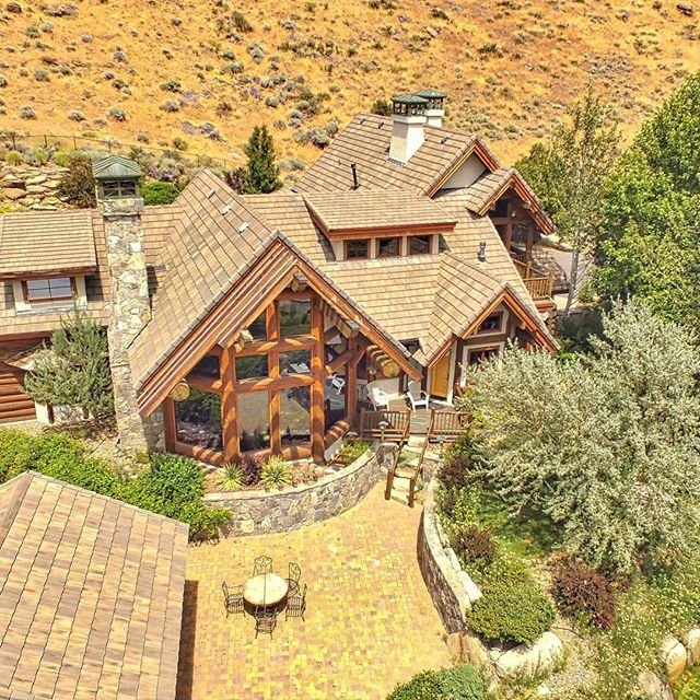 Tahoe style log home + saltwater pool + waterfall+ 3 acres in #verdi = awesome. #homeinverdi #verdinv