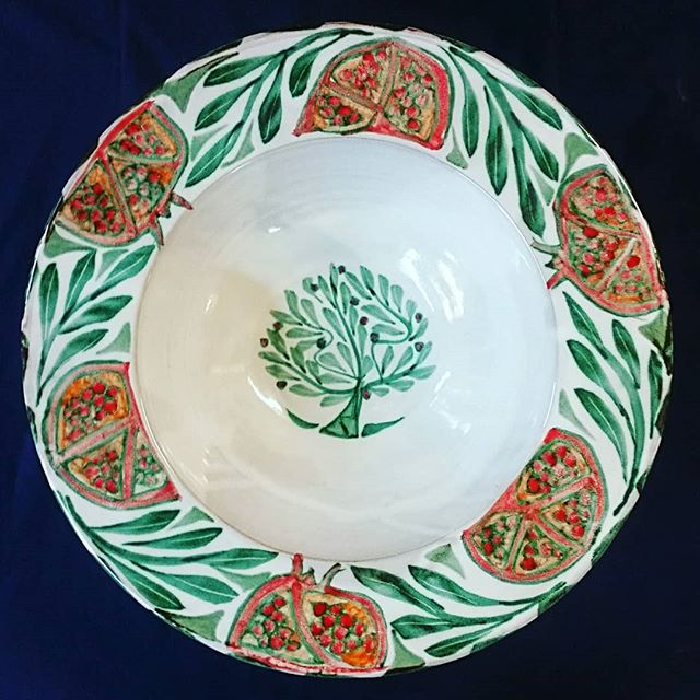 42cm Tondino with Pomegranates #yarntonpottery #tinglaze #tinglazed #pomegranate