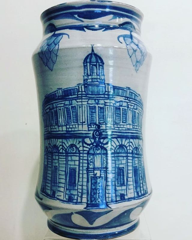 Sheldonian Albarelo with hop design #yarntonpottery #andrewhazelden #albarello #tinglazed #sheldonian #sheldoniantheatre #oxford