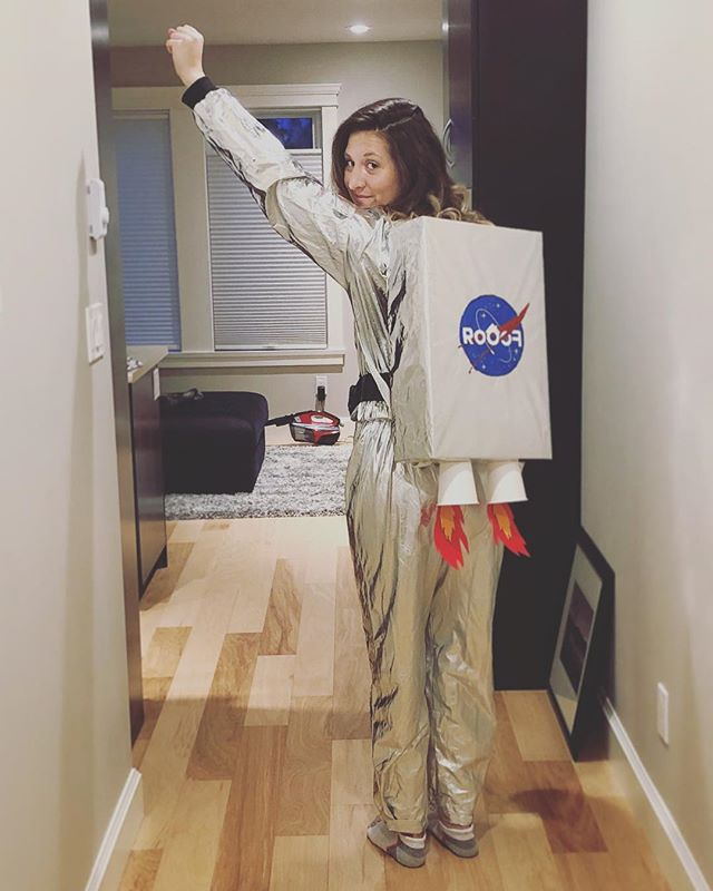 Off to work she goes, next stop is the moon! 🚀🌖 #halloween #spacesuit #costume