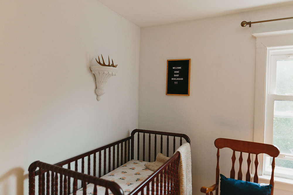 hamilton-toronto-inhome-maternity-session-toronto-maternity-photographer-ryanne-hollies-photography-candid-documentary-lifestyle-session-babys-room-documentation-day-in-the-life-details-crib.jpg