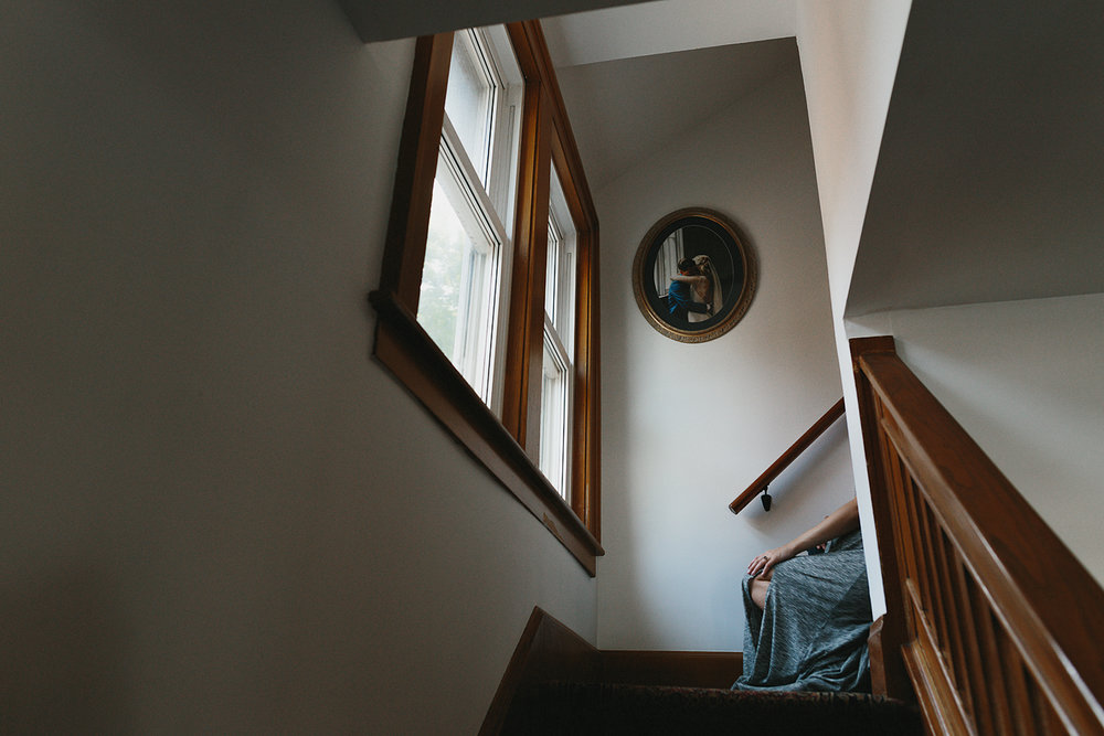 hamilton-toronto-inhome-maternity-session-toronto-maternity-photographer-ryanne-hollies-photography-candid-documentary-lifestyle-session-hallway-stairwell-sitting.jpg