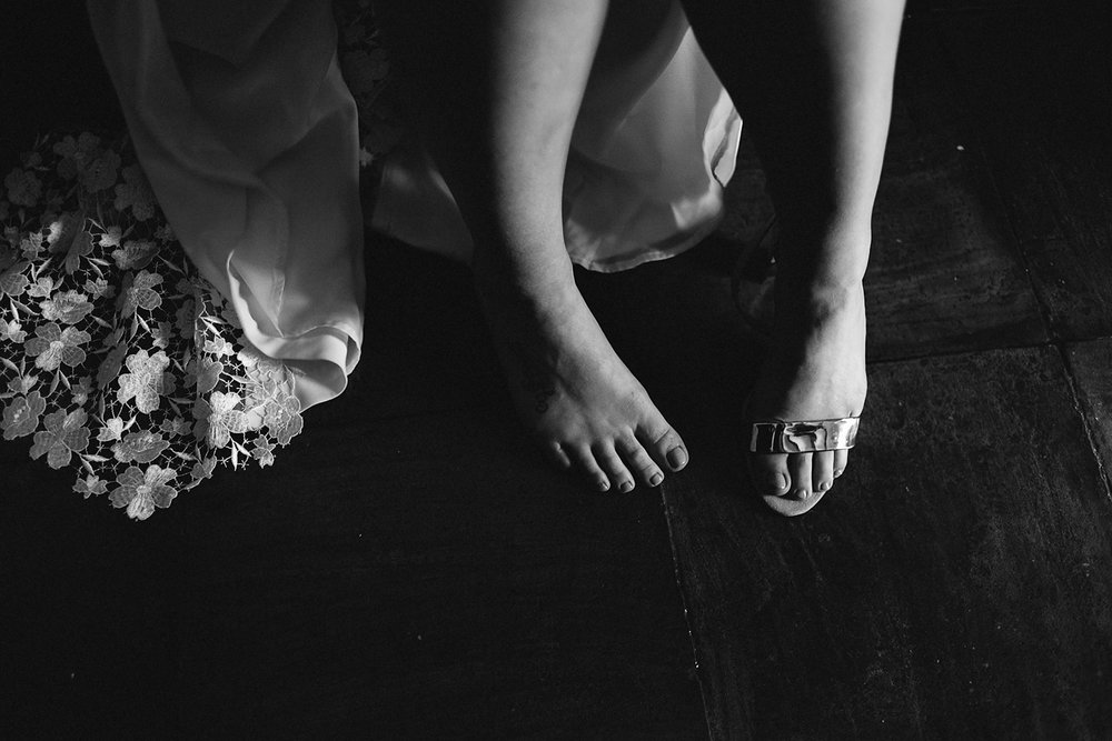 european-wedding-spain-wedding-photographer-destination-wedding-photographer-from-toronto-ryanne-hollies-photography-documentary-editorial-style-toronto-wedding-photographer-getting-ready-bride-putting-on-shoes-candid-moments.jpg