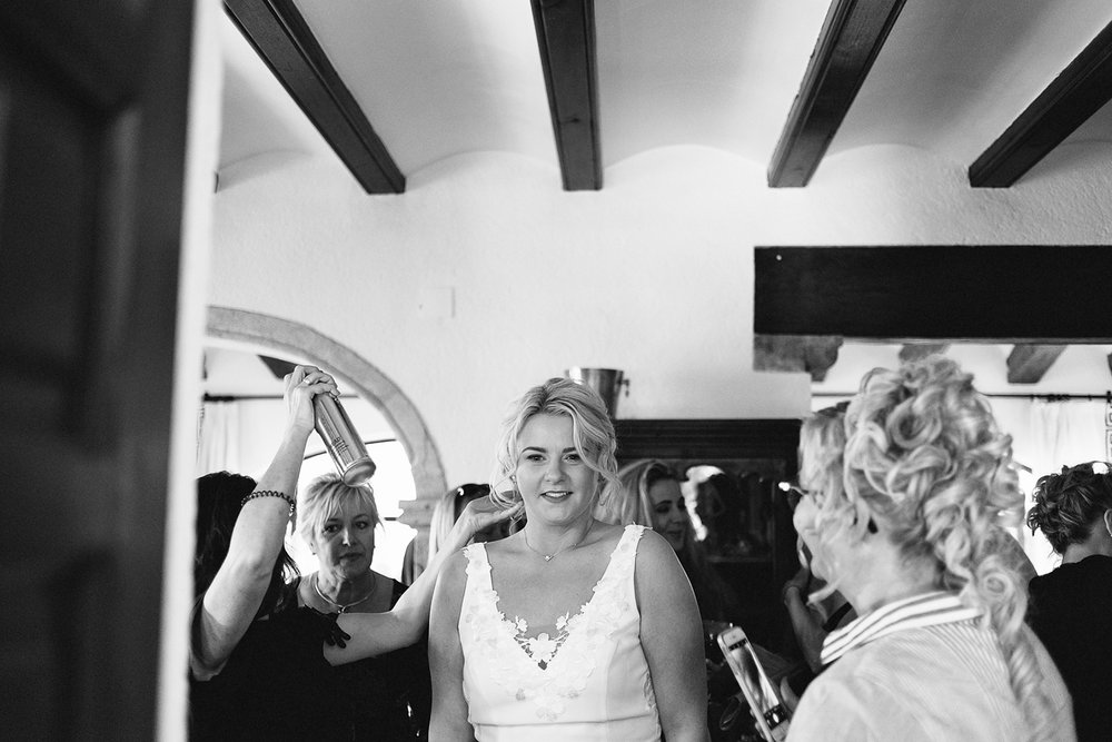 european-wedding-spain-wedding-photographer-destination-wedding-photographer-from-toronto-ryanne-hollies-photography-documentary-editorial-style-toronto-wedding-photographer-getting-ready-bride-candid-last-minute-touches.jpg