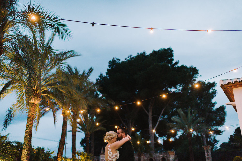 ryanne-hollies-photography-documentary-editorial-style-toronto-wedding-photographer-junebug-weddings-reception-bride-and-groom-sunset-portraits-blue-hour-palms-string-lights-moments-beautiful.jpg