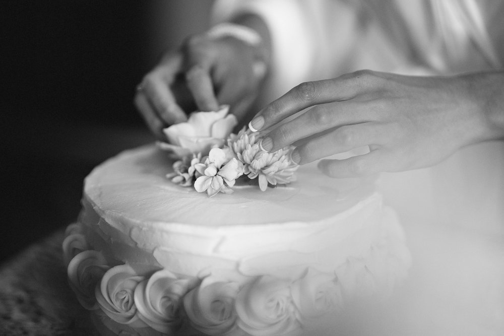 Best-Toronto-Wedding-Photographers-Photojournalistic-Wedding-Photography-in-Toronto-Ryanne-Hollies-Photography-candid-documentary-bradford-newmarket-bride-getting-ready-decorating-her-own-cake-diy-bw.jpg