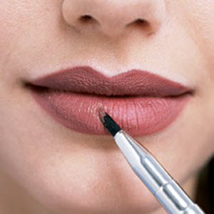 Applying-Lip-Liner-and-Lipstick1.jpg