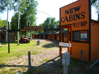 Black and Orange Cabins was built outside the fort grounds as Lincoln Highway traffic increased.  It is an early example of the motor hotel, or motel, with carports next to each cabin.