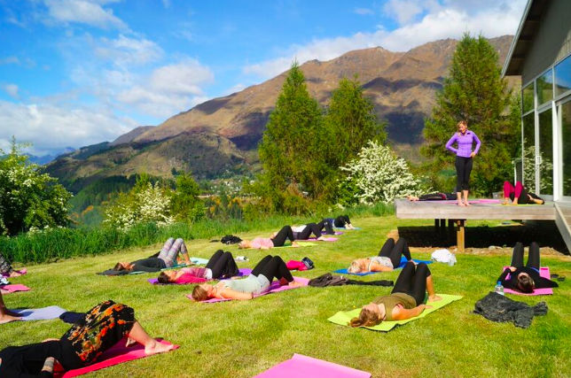 Teaching core activation during a health and wellbeing retreat with Aprivé Wellness