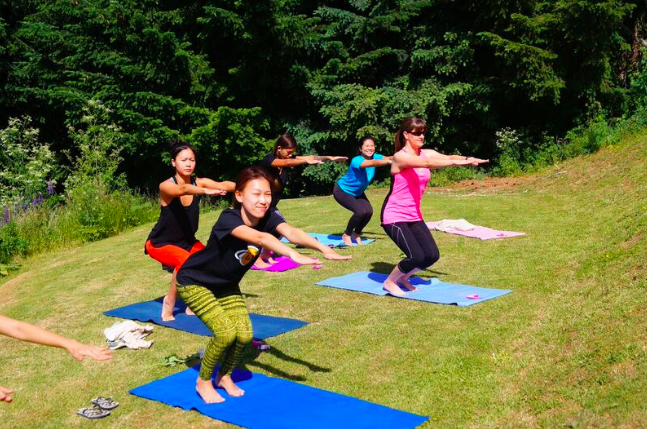 Static strengthening in yoga during a wellness retreat