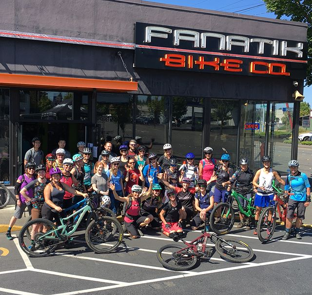 When women ride together it's always a good time. Especially when @julianabicycles puts on a fantastic Ride Out with @fanatikbikeco . There was so much fun to be had riding new trails, checking out the new @julianabicycles bikes and getting the locals knowledge from Kathy and the support of @fanatikbikeco . What else can I say? I love bikes, I love Bellingham, and I love getting to meet so many new and rad women. ✌️🚵🏻‍♀️🙌 Until next time...