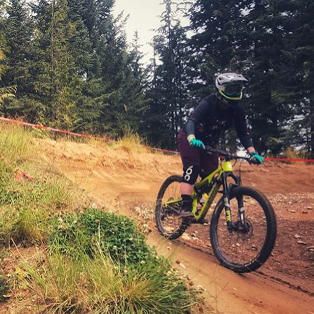 Oh Canada 🇨🇦... I cant wait to go back again and ride more bikes. This weekend was just skimming the surface in Squamish and then riding A Line at Whistler. Huge shout out to @wildernoise for being a rocking guide (and for photo 1) and @saraskiskis for blindly trusting me and signing up to ride A line on her first time ever riding park!! Happy Times ✌️❤️🚵🏻‍♀️