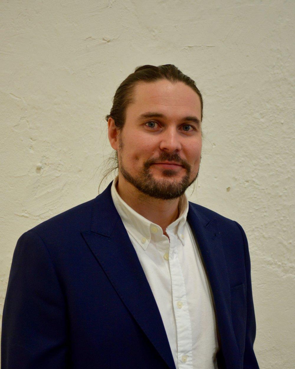 Mikko HyökkiSosionomi AMK; perhe- ja psykoterapeutti.Perheterapia ja parisuhdeterapia,mikko(at)tyodynamo.fi  -