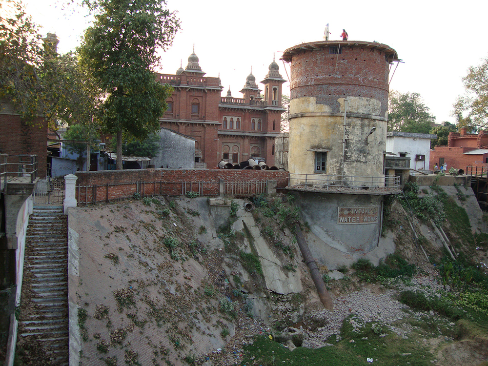 intake tower Varanasi.JPG