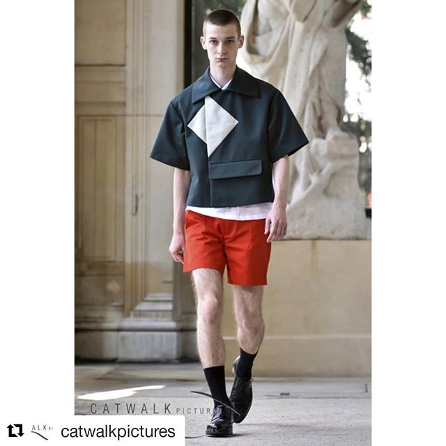 #Repost @catwalkpictures @nelly_the_photographer ・・・ The menswear shows have just started in #Paris and #Catwalkpictures is covering them all… Let's take a look at some less well known presentations like the belgian-kurdish brand #Namacheko launched by siblings #DilanLurr and #LezanLurr in 2017 and based in #Belgium.  For their first collection, they were helped by #MarcGysemans of #GysemansClothingGroup) who was behind #RafSimons or #VeroniqueBranquinho since their very beginning. #PFW  #ParisFashionWeek #Menswear #Catwalkpictures #PrimeExposureImage Ph.: © Arnel de la Gente for Catwalkpictures.com