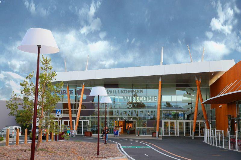 Centres commerciaux studio maac les architectes cvz for Centre commercial grand tour sainte eulalie