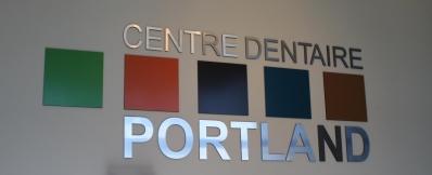 Production de gravure laser du logo à l'interieur des bureaux