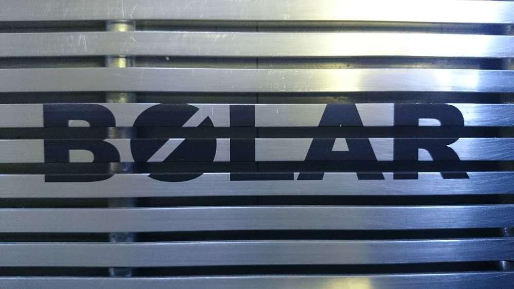 Grille de metal marquée au laser