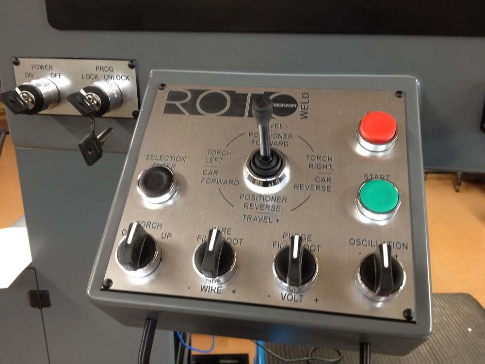 Panneau de contrôle en lamicoid gravé au laser