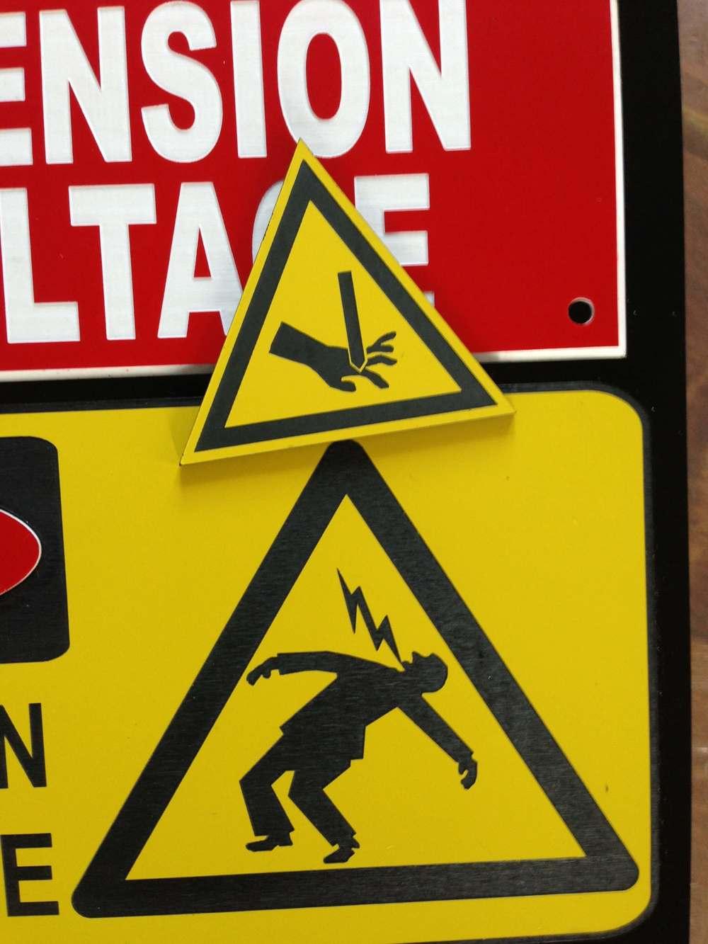 Plaques d'avertissement pour appareil électrique