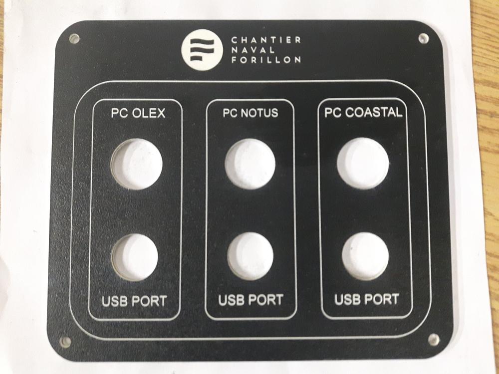 Panneau de contrôle pour un bateau