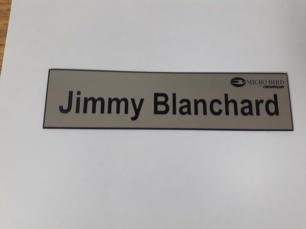 Plaque d'identification pour un bureau